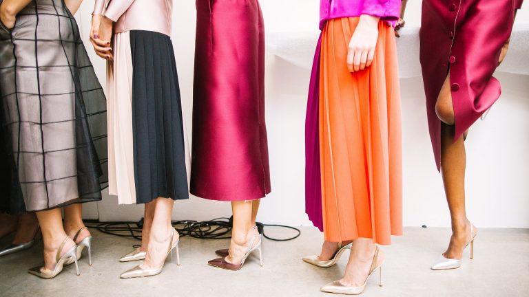 Как да намерите правилните цветови комбинации в облеклото ви