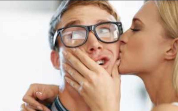 Как да флиртувате и да влезете във връзка със срамежлив мъж