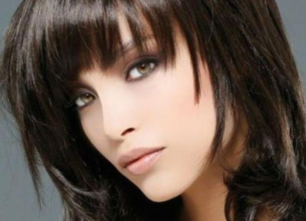 Как да изглеждате страхотно с прическа с бретон