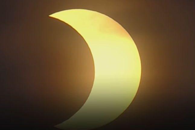 Уникално слънчево затъмнение очарова света