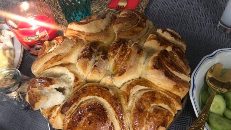 """Мека като памук: Лесна и бърза питка """"Розов букет"""" за цялото семейство по рецепта от село Царичина"""