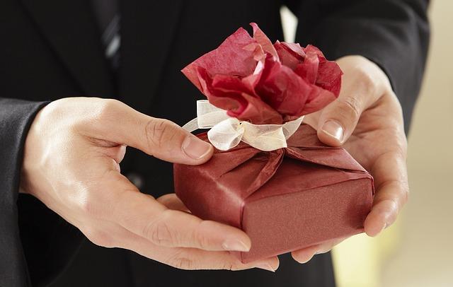 4 стъпки да си поискате идеалния подарък от мъжа