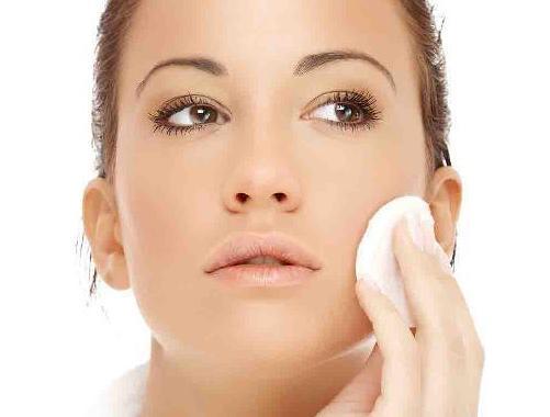 Съвети от специалистите: Продуктите, които не трябва да нанасяте върху кожата