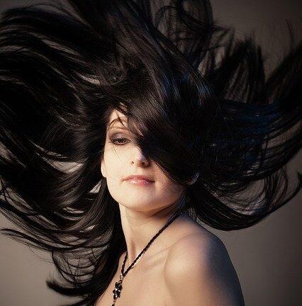 Здрава и дълга коса – как да я поддържате и какво да ядете