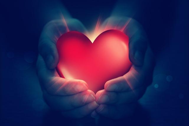 10 категорични знака, че те обича (без значение от разстоянието)