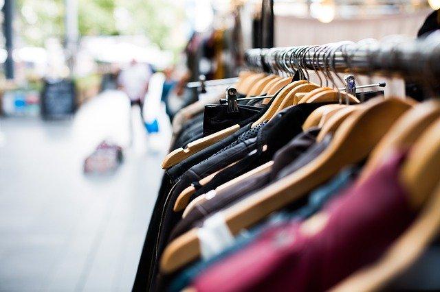 Супер съвети – ето как да освежите избелелите дрехи