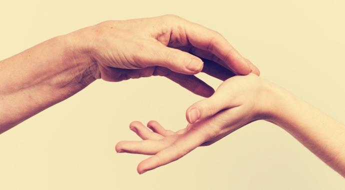 На една ръка разстояние: как да изразите чувствата си чрез докосване