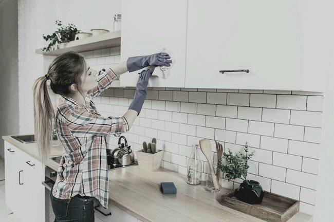 Спрете да прекарвате уикенда в почистване на къщата с тези 6 прости съвета