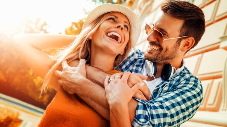Как да накарате емоционално недостъпния мъж да се влюби